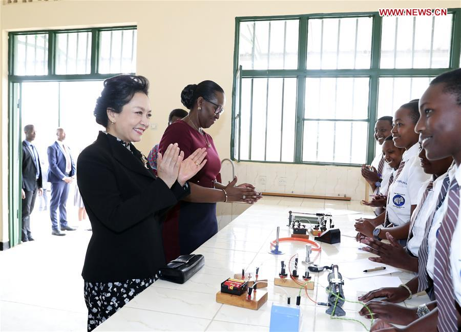 Chinese First Lady Visits Rwandan Girls' School